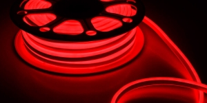 Светодиодный гибкий неон влагозащищённый SMD2835 120Led красный 220V IP67 8х16мм